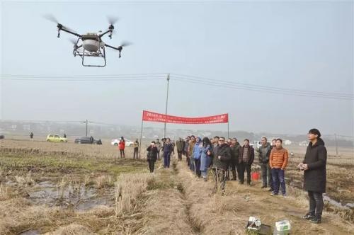 看,这里农业机械化从地面转向空中!