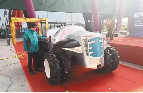 超级拖拉机I号在河南省洛阳市亮相