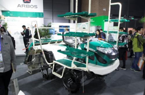雷沃阿波斯2ZGQ-6D型插秧机为你的插秧提提速!