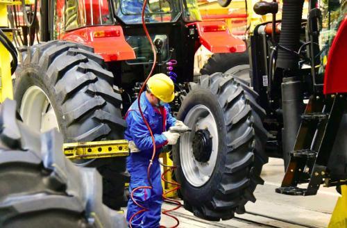 中国一拖开足马力保春耕 产销量同比双增长