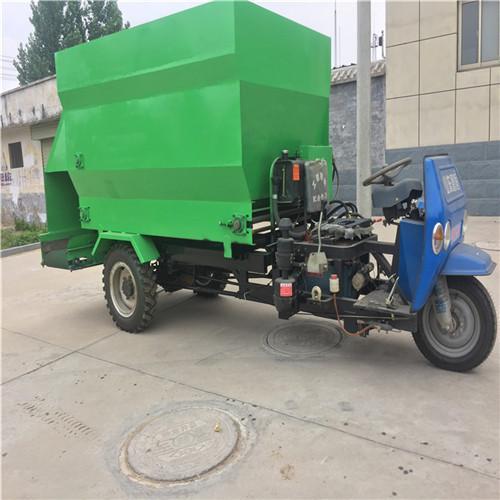 高效节能环保的电动撒料车 小过道牧场双面投料车